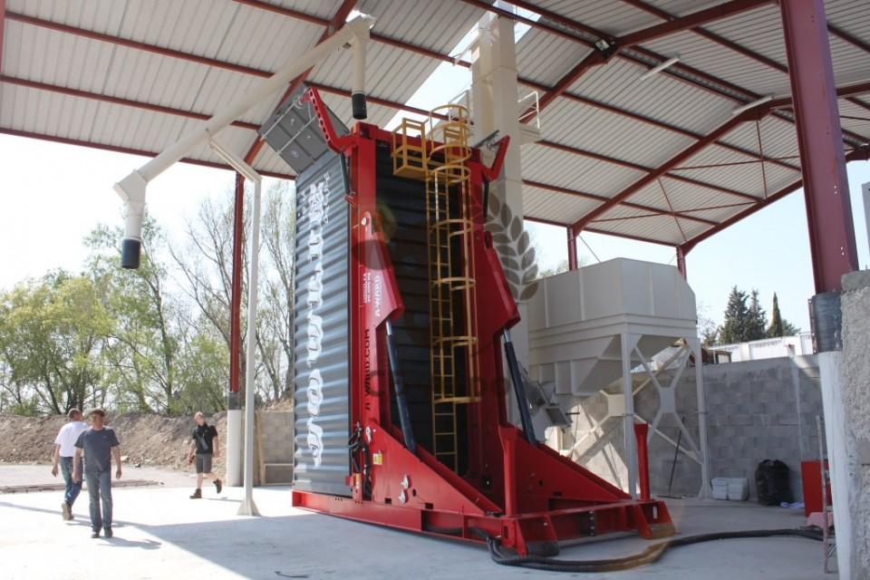 A-Ward-container-loader-grain-960x600